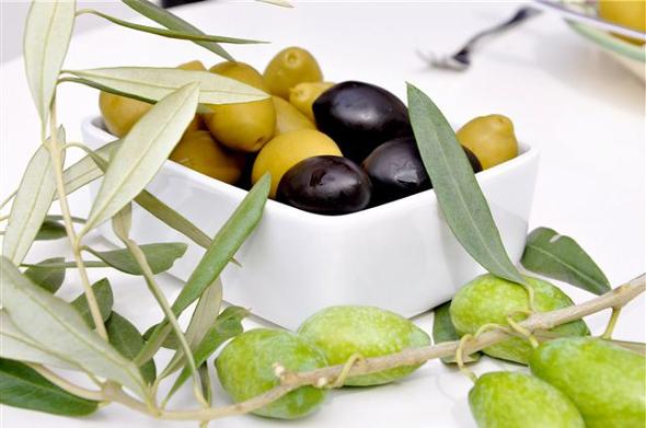 olive la Bella di Cerignola, schwarz, grün